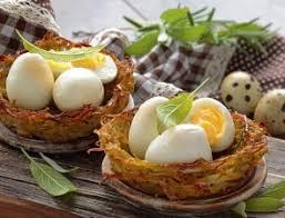 caille sur canapé nids de pommes de terre aux œufs de caille recette télépro