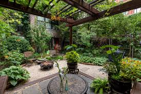 Nyc Backyard Ideas 20 Cozy Nyc Living Spaces To Inspire And Distract You Curbed Ny