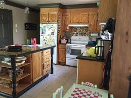 des vers dans la cuisine moderniser une vieille cuisine en bois avec de la peinture déconome