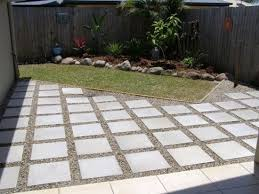 Laying Patio Slabs How To Lay Patio Pavers Laying A Paver Patio Patio Mommyessence Com