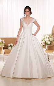 Wedding Dresses With Sleeves Uk Wedding Dresses Wedding Dresses Ball Gown Essense Of Australia