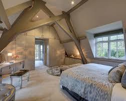 decoration chambre comble avec mur incliné lit en sous pente 24 idées d aménagement géniales