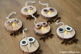 to make adorable wood slice owl ornaments and an owl tree