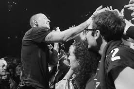 one light linkin park linkin park s crawling video from one more light live watch