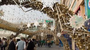 Christmas Decorations Online Hong Kong by Global Finance Christmas In Hong Kong Sbs Your Language