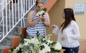 online service to help bride donate wedding floral arrangements to