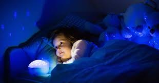 nachtlicht für kinderzimmer nachtlichter für kinder unter dem bett hilft das