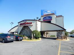 How Much Does It Cost To Enter Six Flags Howard Johnson Express Inn Arlington Ballpark Six Flags Usa