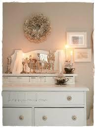 Schlafzimmer Deko Shabby Beige Wandfarbe Weiße Möbel Fernen Auf Moderne Deko Ideen Mit
