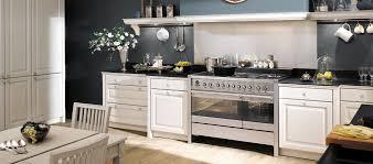 arthure bonnet cuisine cuisine en bois massif blanc une cuisine équipée classique gamme