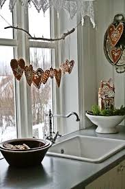 Window Decorations For Christmas Diy by Best 25 Christmas Kitchen Decorations Ideas On Pinterest