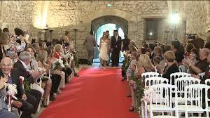 photo de mariage originale mariage valy et seb entrée à l église cérémonie