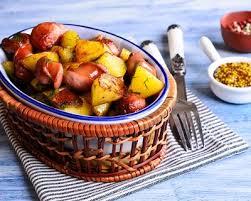 cuisine lyonnaise saucisson de porc et pommes de terre façon lyonnaise cuisine az