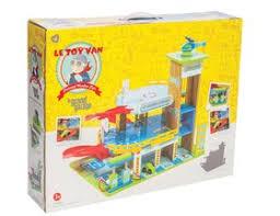 le toy van grand garage wooden toy garage tv439 67 99