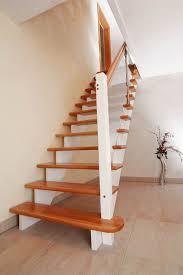 treppen aus holz treppen mit glas aus holz bzw geländerfüllung aus glas