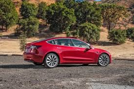 news tesla averaging 1 800 new model 3 reservations per day