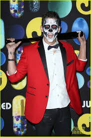 kelli berglund rocks out to guitar hero at just jared u0027s halloween