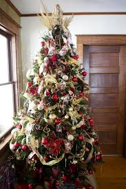 themed christmas tree themed overstuffed tree christmas tree decorating ideas