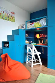 bureau turquoise chaise bureau turquoise impressive built in cubbies with pouf de