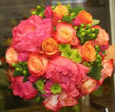 wedding flowers august flower trends for august weddings