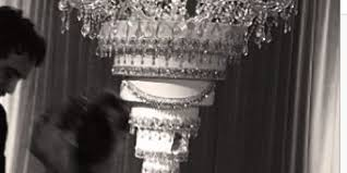 From A Chandelier Kaley Cuoco U0027s Wedding Cake Hung Upside Down From A Chandelier Yes