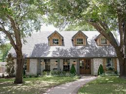 where do chip and joanna live fixer upper old world charm for newlyweds hgtv s fixer upper