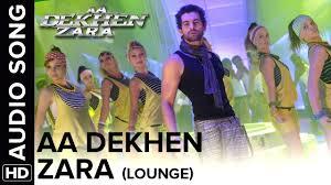 queen elizabeth ii beams after winning a a 98 voucher from aa dekhen zara lounge mix aa dekhen zara bipasha basu neil