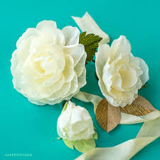 flowers for weddings how to make a simple crepe paper flower for weddings