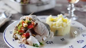 cuisiner le merlu recette merlu farci au four cuisiner le merlu facilement au four