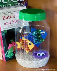 kid craft make a jar aquarium running with sisters