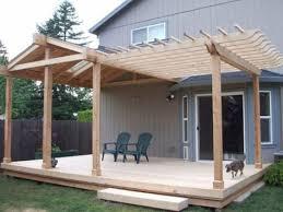 this deck patio roof is half gable and half pergola taras