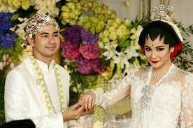 wedding dress nagita slavina foto nagita slavina nak malu malu saat memamerkan cincin foto