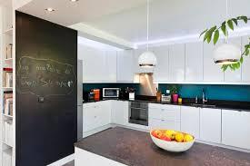cuisine turquoise credence cuisine noir et blanc peindre le carrelage duune crdence