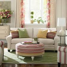 rideaux décoration intérieure salon décoration de salon idées avec coussins tableaux et rideaux