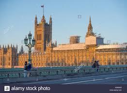 les chambres du soleil les chambres du parlement au lever du soleil en automne à partir de