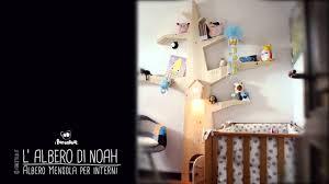 mensole per bambini albero mensola per arredare le camerette dei bambini