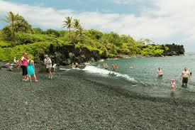 Black Sand Beaches Maui by Things To Do In East Maui The Road To Hana