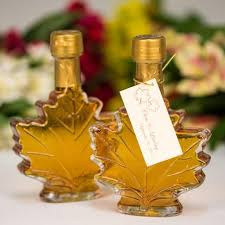 maple syrup wedding favors 100ml vermont maple leaf favor bottle of vermont maple syrup