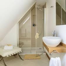 si e pour baignoire adulte une salle de bain avec une sous combles deco