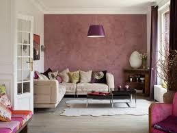 colori per sala da pranzo cambia il colore a una parete donna moderna insieme a colori per