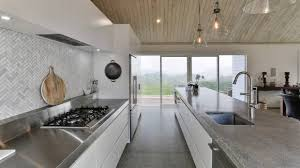 modern country kitchen doesn u0027t compromise quality for low cost