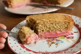 cuisiner la rhubarbe recette facile de gâteau à la rhubarbe