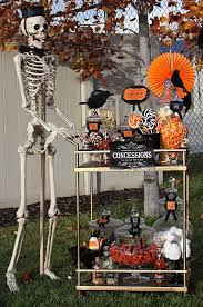 Halloween Decorating Ideas With Skeletons by Best 25 Halloween Buffet Ideas On Pinterest Halloween Buffet