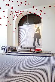 interiors canapé milieu magazine interiors canapé mah jong habillé par jp gaultier