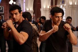 akshay kumar john abraham in the still from movie housefull 2