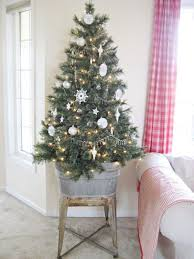 Small Decorated Christmas Trees For Delivery by 15 Beautiful Christmas Decor Ideas For Small Spaces Small Room Ideas