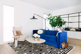 How To Decorate With White Walls by 25 Stunning Living Rooms With Blue Velvet Sofas