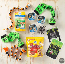 Gift Baskets For Halloween by How To Create A Halloween Boo Kit A Dog Gift Basket For Halloween