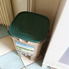 composteur de cuisine famille vegan un compost d appartement comment ça marche partie 1