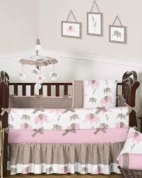 decoration chambre bebe fille originale chambre enfant idée déco chambre bébé literie gris motifs